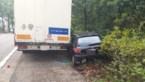 Eén gewonde bij kop-staartbotsing met vrachtwagen op Genkersteenweg