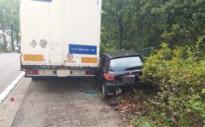 Eén gewonde bij kop-staartbotsing met oplegger op Genkersteenweg
