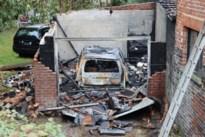 Garage én auto volledig uitgebrand in Vucht<BR />