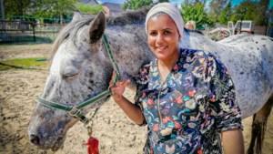 """Naima (35) 'overwint' MS dankzij paardencoaching: """"Ik heb nog MS, maar MS heeft mij niet meer"""""""