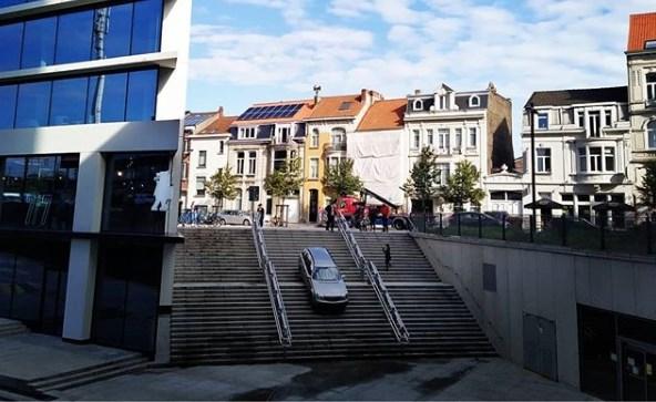 Bestuurder rijdt zich vast op trappen station Gent-Sint-Pieters