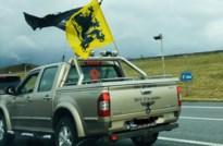 """Zutendaalse pick-up trekt aandacht tijdens VB-betoging: """"Niets te maken met nazisme"""""""