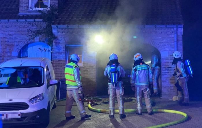 Ontplofte oplader zorgt voor rookschade in garage in Herderen