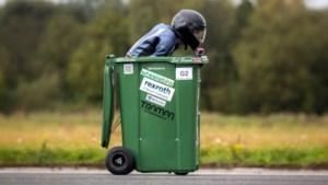 Man vestigt met 65 kilometer per uur een wereldrecord... in een vuilnisbak