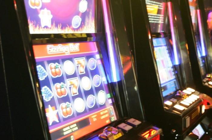 Nederlander krijgt werkstraf voor kraken zes speelautomaten in Lommels stamcafé