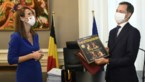 Ex-premier Wilmès geeft opvolger De Croo 'De Vier Seizoenen' cadeau