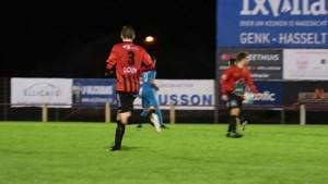Stevige duels en een heerlijke vrije trap: dit was het weekend op de Limburgse voetbalvelden