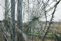 Vijftiger smijt meermaals vensters van woning bejaarde moeder (77) in