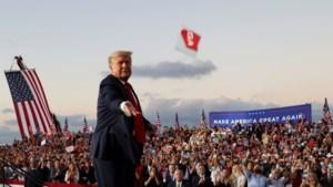 """Trump """"voelt zich krachtig"""" op eerste verkiezingsrally sinds coronabesmetting"""