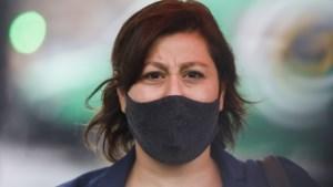 Meyrem Almaci moet in quarantaine nadat kinderen thuiskomen van school met koorts