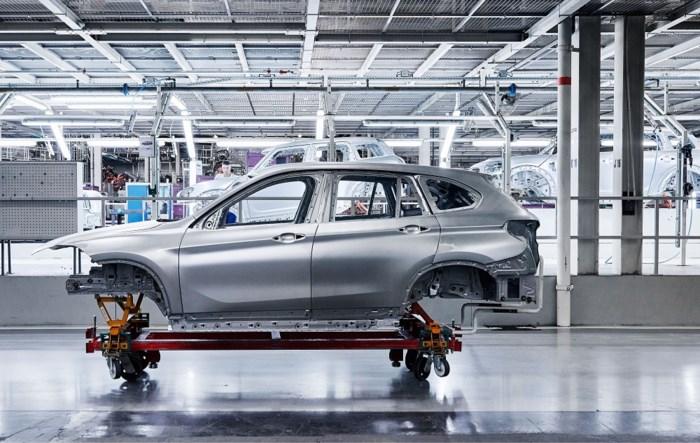 BMW laat na eind 2023 geen auto's meer bouwen in fabriek Nederlandse Born, net over grens