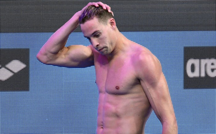 Pieter Timmers schuift vlak voor laatste races uit aan de rand van het zwembad