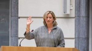 Rita Moors legt eed af als Vlaams  Parlementslid