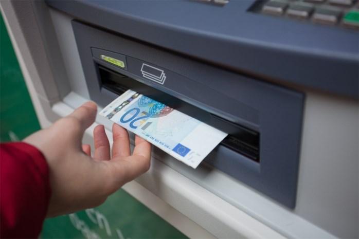 Genkenaar lijmt geldsleuven van bankautomaten dicht om biljetten te stelen