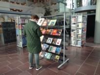 Genkse bib verkoopt boeken voor 11.11.11-actie