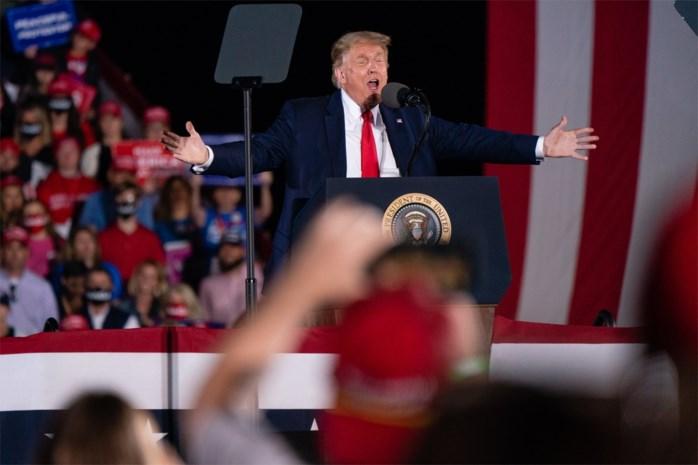 """President Trump opent aanval op familie Biden tijdens campagnebijeenkomst: """"Sluit ze op!"""""""