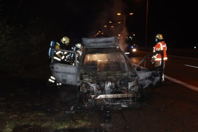 Auto volledig afgebrand op E314 in Maasmechelen