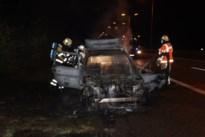 Auto volledig afgebrand op E314 in Maasmechelen<BR />