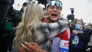 Zo <I>schoon </I>kan koers zijn: het moment waarop Van der Poel te horen krijgt dat hij de Ronde heeft gewonnen