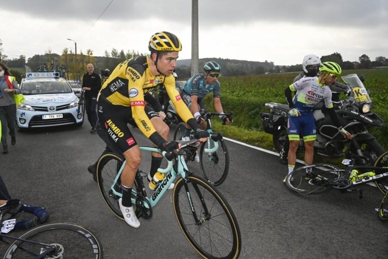 Wout van Aert duikt de gracht in op meer dan 100 kilometer van de meet in de Ronde van Vlaanderen