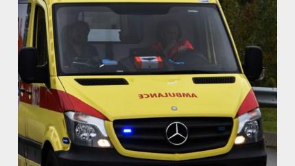 Auto rijdt tegen muurtje in Zutendaal, Genkse (22) gewond