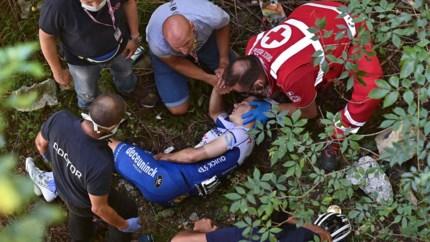 Remco Evenepoel gaat vrijuit na onderzoek naar flesje na val in Ronde van Lombardije