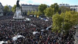Tienduizenden geschokte Fransen op straat na gruwelijke moord op geschiedenisleraar