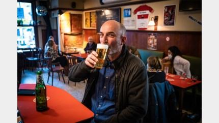 In dit Hasselts café werden wél pinten gedronken, en het mocht nog ook
