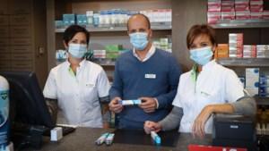 """Stormloop op griepvaccins zorgt voor tekorten: """"Honderden op reservatielijst"""""""