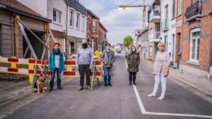 Straat al maanden half afgezet na illegale renovatiewerken