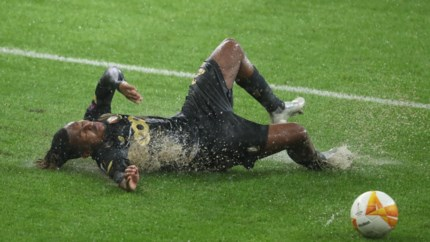 Standard neemt valse start tegen Rangers in Europa League, Roofe scoort wereldgoal
