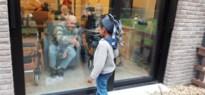 Kleuters Sint-Michiel entertainen rusthuisbewoners vanachter raam