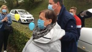 Gingelomse Annick verlaat na 218 dagen het Sint-Trudo Ziekenhuis in een limo