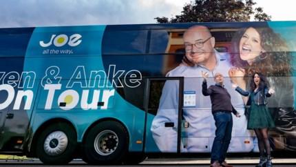 """Anke Buckinx maakt week lang radio vanop tourbus: """"Reispilletjes halen, anders ben ik gejost"""""""