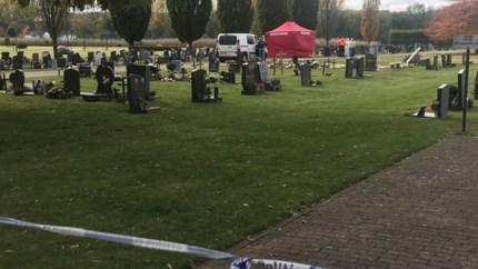 Koppel dood aangetroffen aan recent graf op kerkhof van Aalst