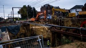 Basis voor fietstunnel en 3 bruggen in één weekend geplaatst bij Diepenbeekse spoorovergangen