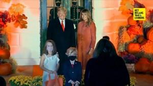 Kinderen verkleden zich als Trump en Melania voor Halloween in het Witte Huis