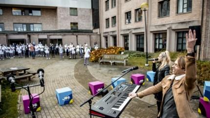 JOE en Regi verrassen personeel Sint-Trudo ziekenhuis met optreden