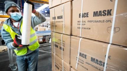 Half miljoen geblokkeerde mondmaskers nu toch beschikbaar, dankzij ritje naar Zwitserland