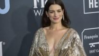 Anne Hathaway verklapt pas tien maanden na bevalling naam van zoontje