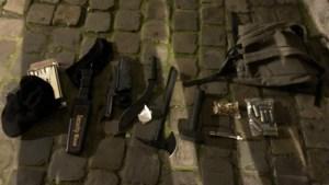 Zwaarbewapende man opgepakt aan Brussels politiekantoor, aanslag verijdeld?