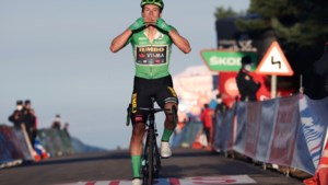 Roglic klopt rode trui Carapaz in de Vuelta na schitterend duel op Alto de Moncalvillo
