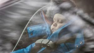 Limburgse vrouw die 's nachts rondrijdt om baby te laten slapen, krijgt coronaboete
