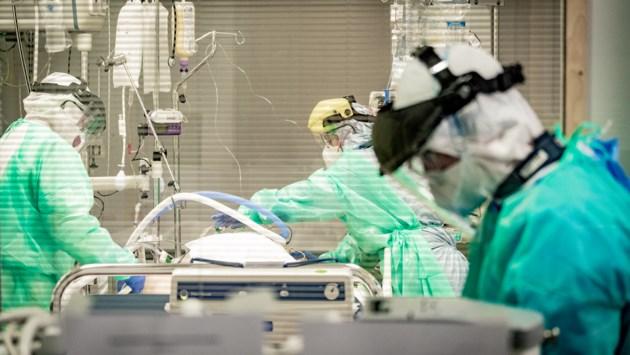 Over 10 dagen kan het al zover zijn in de ziekenhuizen: wie houdt men in leven, en wie niet?