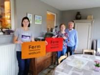 Ferm Huishoudhulp deelt deurmatten uit voor 15de verjaardag