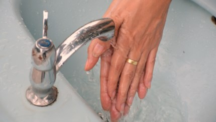 Doen we beter ringen uit als we onze handen wassen?
