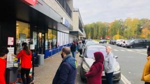 Wachtrijen aan Limburgse winkels: