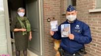 Wijkinspecteurs informeren 600 senioren met brochure over veiligheid