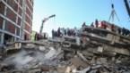 Hulpverleners redden ruim honderd mensen uit puin in Izmir na aardbeving