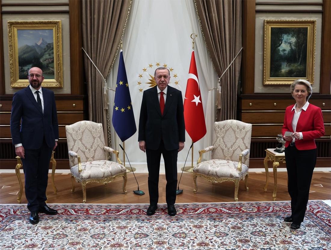 """Voorzitter Europese Commissie Ursula von der Leyen krijgt geen stoel van Turks president Erdogan: """"Euh..."""""""